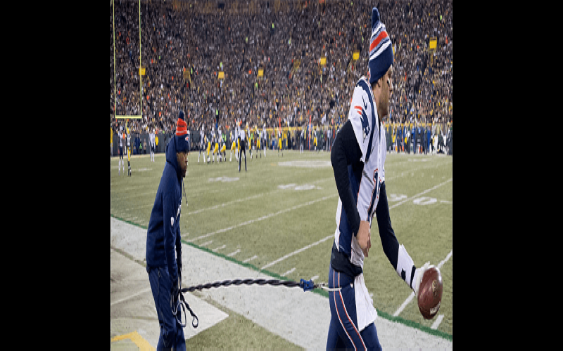Tom Brady Uses Resistance Bands